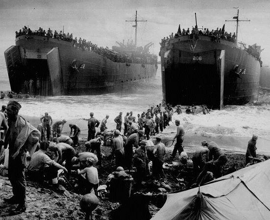 milliers d'hommes debarquent en normandie juin 1944